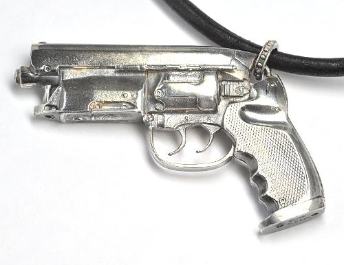 画像1: 天然石ダイヤモンド付きの拳銃(ハンドガン)モチーフのペンダント・ネックレス・SILVER(シルバー)
