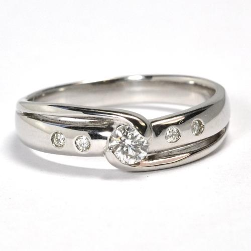 画像1: つけ心地が良く5石のダイヤが引き立つ婚約指輪(エンゲージリング)!天然石ダイヤ0.20ct・Pt900(プラチナ)・リング(指輪)売約済