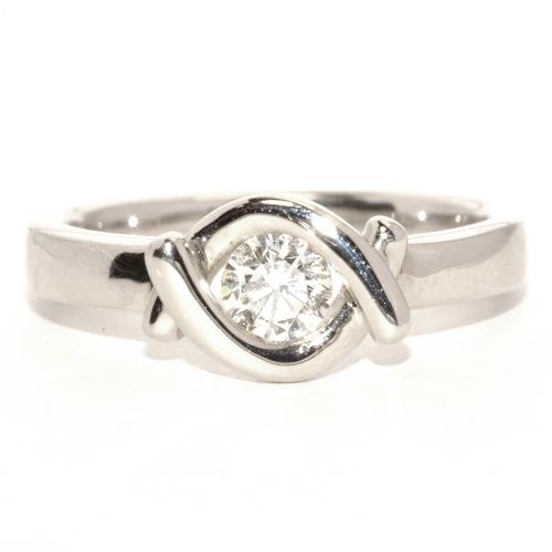 画像1: 個性的な婚約指輪(エンゲージリング)!天然石ダイヤ・Pt900(プラチナ)・リング(指輪)